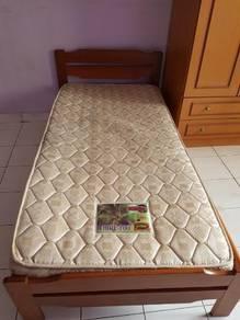 Bed n mattress.