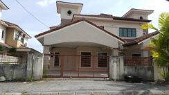 Double storey semi detached house at pulai height for sale