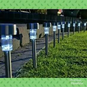 Lampu LED solar hiasan taman