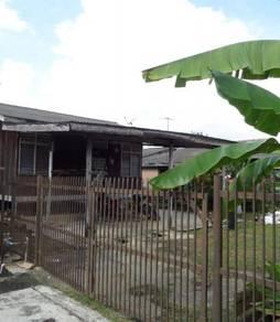 Rumah setingkat dengan tanah yang luas di perkampungan isap 3, kuantan