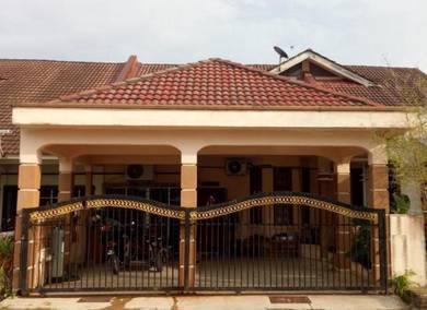 Ruang tamu LUAS, dapur fully extended Paka Kerteh