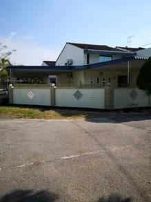 BELOW MARKET VALUE!! Land Size 47'x70' Double Storey Terrace (Corner)