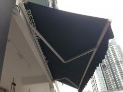 Automatic arm awning