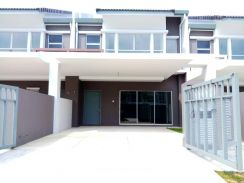FREEHOLD & BRAND NEW Two Storey Terrace SERENE HEIGHT Bangi
