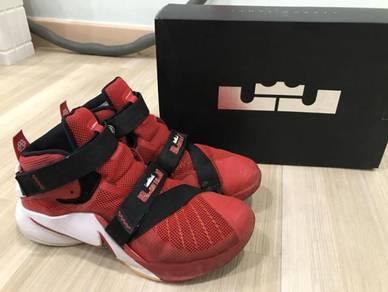 Nike basketball shoe lebron soldier ix