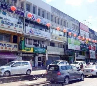 3.5 Storey Intermediate Shop Taman Connaught Facing Main Road