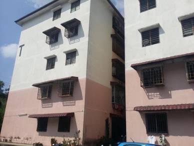 Flat Baiduri, Bandar Tasik Kesuma, Beranang, tingkat 4 low cost flat