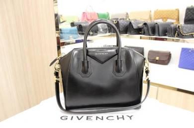 Givenchy Black Antigona Smooth Leather Bag Small