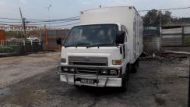 Daihatsu 12,5kaki 2008 new paint tip top condition