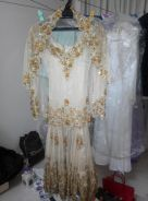 Baju pengantin bersulam kan batu permata