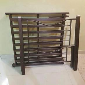 Foldable iron bed. Katil besi