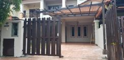 Facing Open , New Painted - Double Storey , Desa Alam U12 Shah Alam