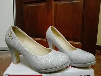 Preloved heels