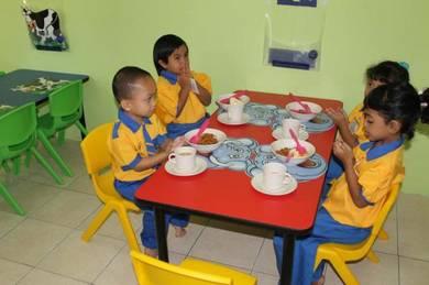 Meja dan kerusi tadika
