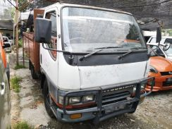 Mitsubishi Canter 2.8 Lori Kargo Am Kayu Wood Body