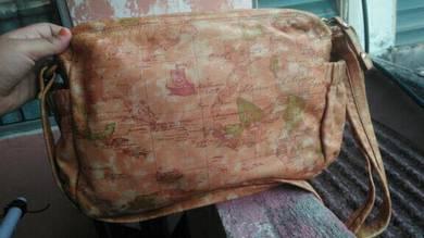 Al.viero Mar.tini sling bag bundle