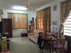 Sg Ara Single Storey Semi Detached House Renovated & Spacious Compound