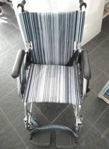 Kerusi roda ringan corak biru