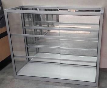 Aluminium and glass display showcase