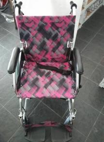 Kerusi roda cun bercorak pink