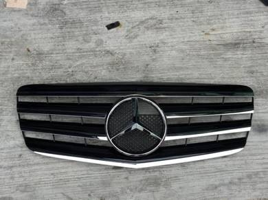 Mercedes benz w211 e class grille W211 grille
