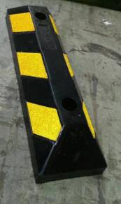 Rubber wheel stopper 550 mm