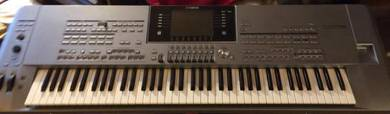 Yamaha Tyros 5 76 note Workstation Arranger