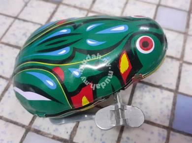 Vintage TIN TOY Jumping Frog Wnid up clockwork