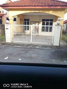 Single story semi d house for rent