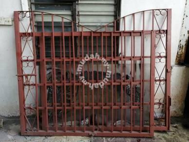 Pintu pagar jenis Swing 12kaki