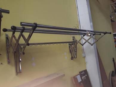 Rectractable cloth hanger ampai kain