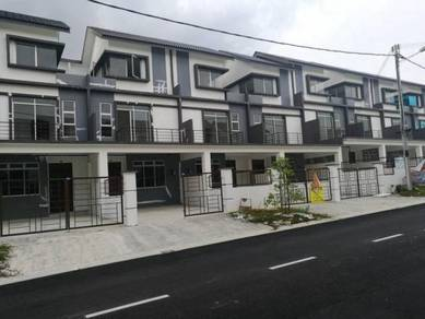 2 1/2 storey housev for rent near to Econsave Taman Scientex