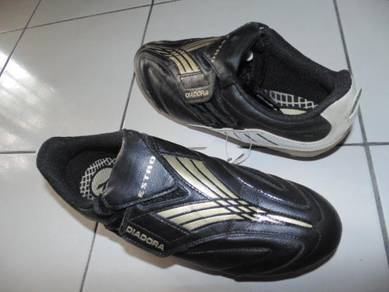 Kasut Bola DIADORA size 8.5uk Black Color