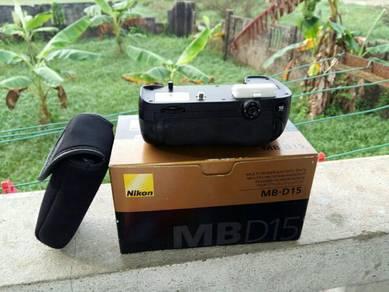 Nikon MBD15 battery grip D7100