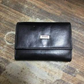 Findig leather wallet