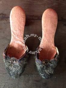 Antique Gold Thread Shoe Kasut Benang Emas Antik 2