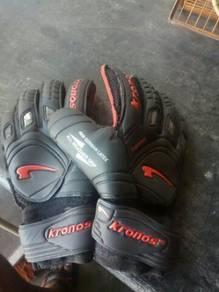 Kronos glove goalkeeper