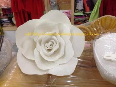 Bunga hiasan pelamin atau backdrop