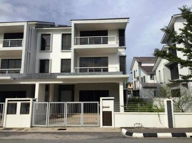 2.5 sty Semi D, Perdana Heights