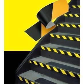 Self adhesive hazard tape 06