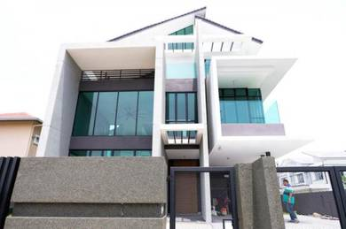 New modern 2.5 storey bungalow, taman universiti bangi near gmi and uk