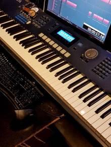 Kurzweil PC3LE8 musical keyboard