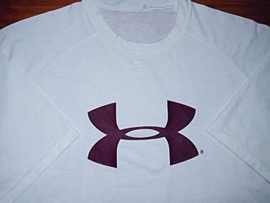 Authentic UNDER ARMOUR BIG LOGO SzL T-Shirts