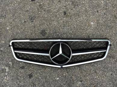 Mercedes benz W204 C63 Front Grille W204 AMG grill