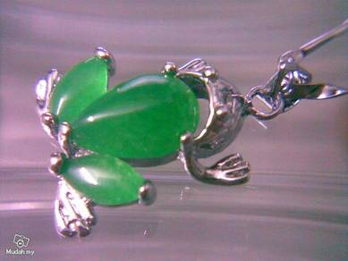 ABPSM-F018 Silver Stunning Green Jade Frog Necklac