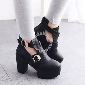 PU black cut out boots heels