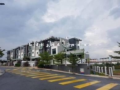 3 sty Terrace House KINRARA KINGSGATE Bandar Kinrara, GATED & GUARDED