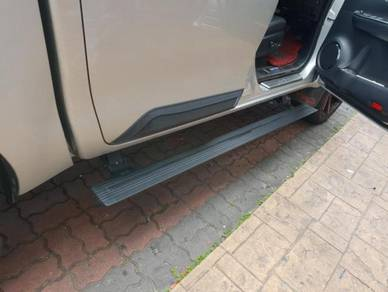 Hilux rocco electric running board side door step