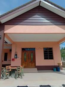 Rumah Semi D luas tepi jalan utama UNTUK DISEWA
