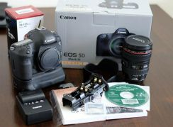 Canon EOS 5D Mark III 22.3MP Digital SLR Camera